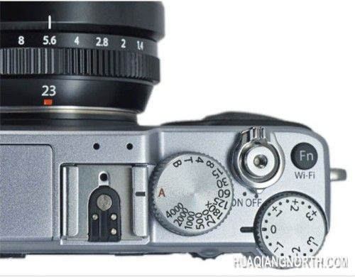 镜头光圈环和机身顶部的快门拨盘设计
